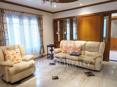 House · For sale · 4 bedrooms